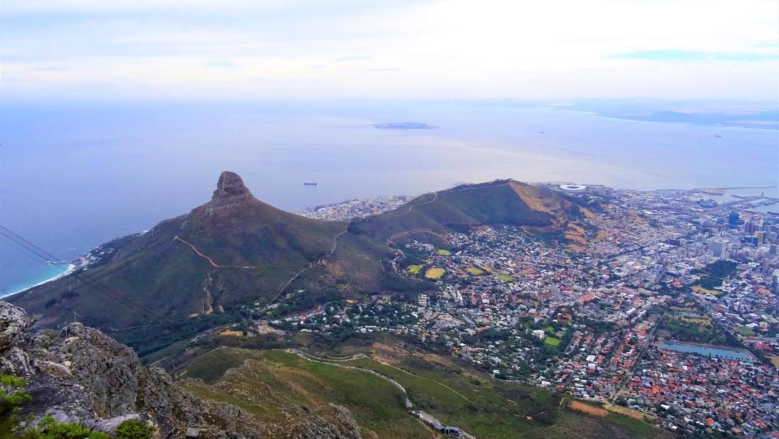 Kaapstad - Uitzicht vanaf Tafelberg op Lion's Head