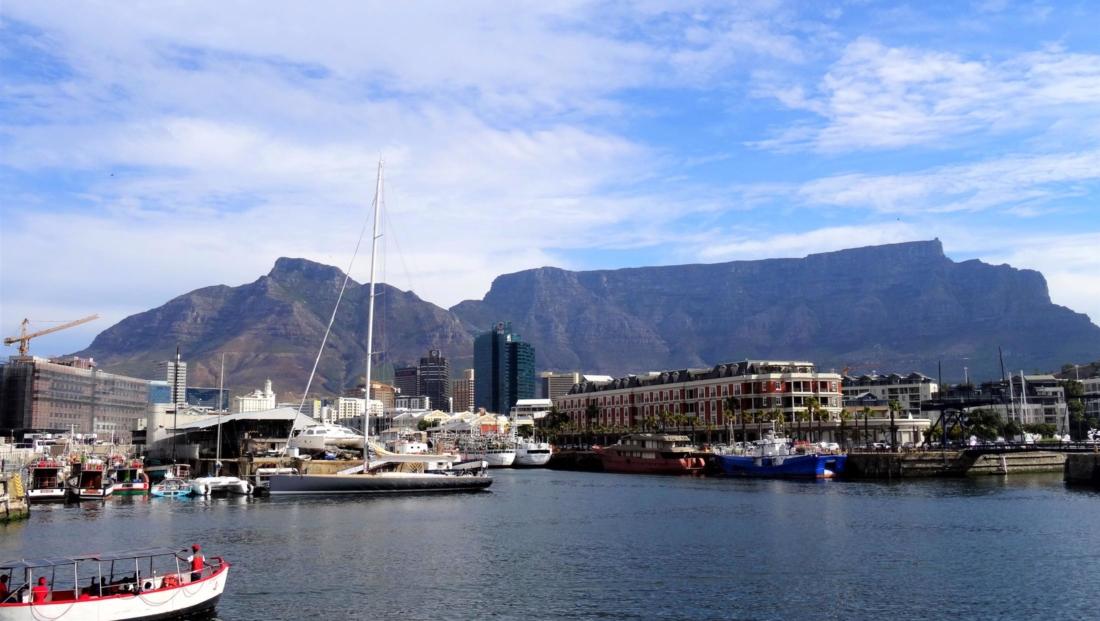 Kaapstad - Uitzicht op Tafelberg vanaf de haven