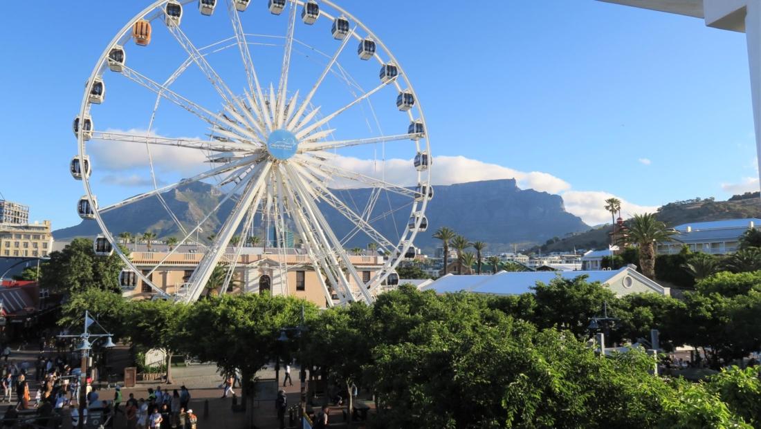 Kaapstad - Reuzenrad met Tafelberg op achtergrond