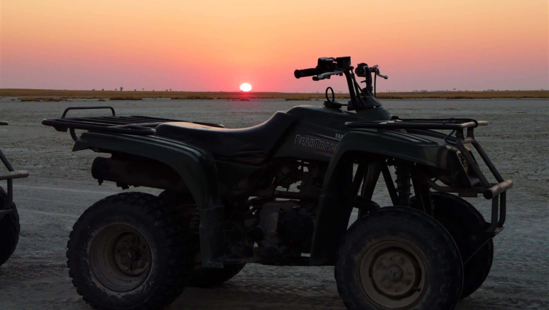 Makgadikgadi Zoutpannen - Quad bike bij zonsopkomst