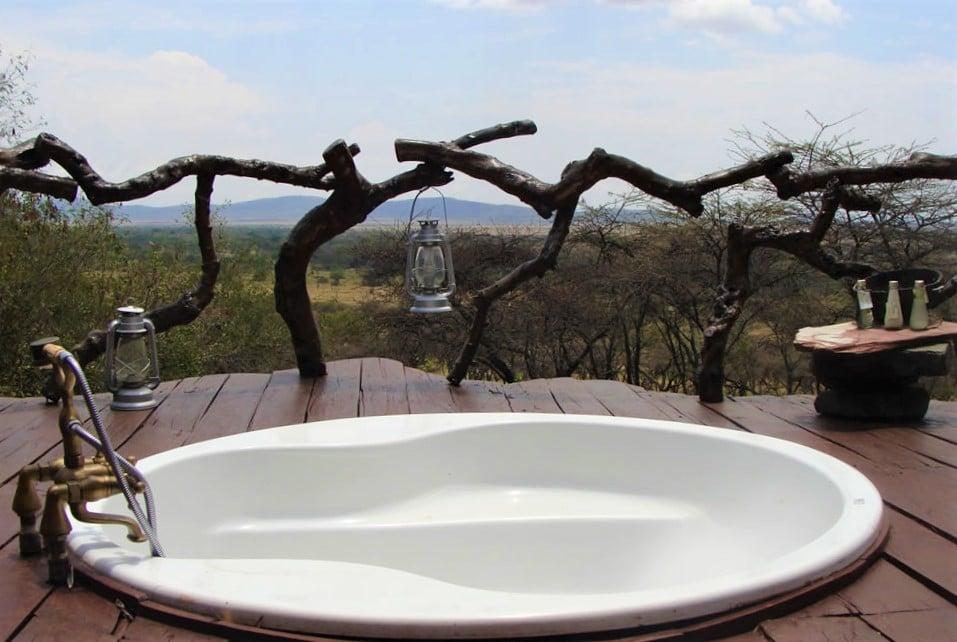 Luxe reizen Tanzania - Bad met uitzicht op de Serengeti bij Mbalageti Lodge