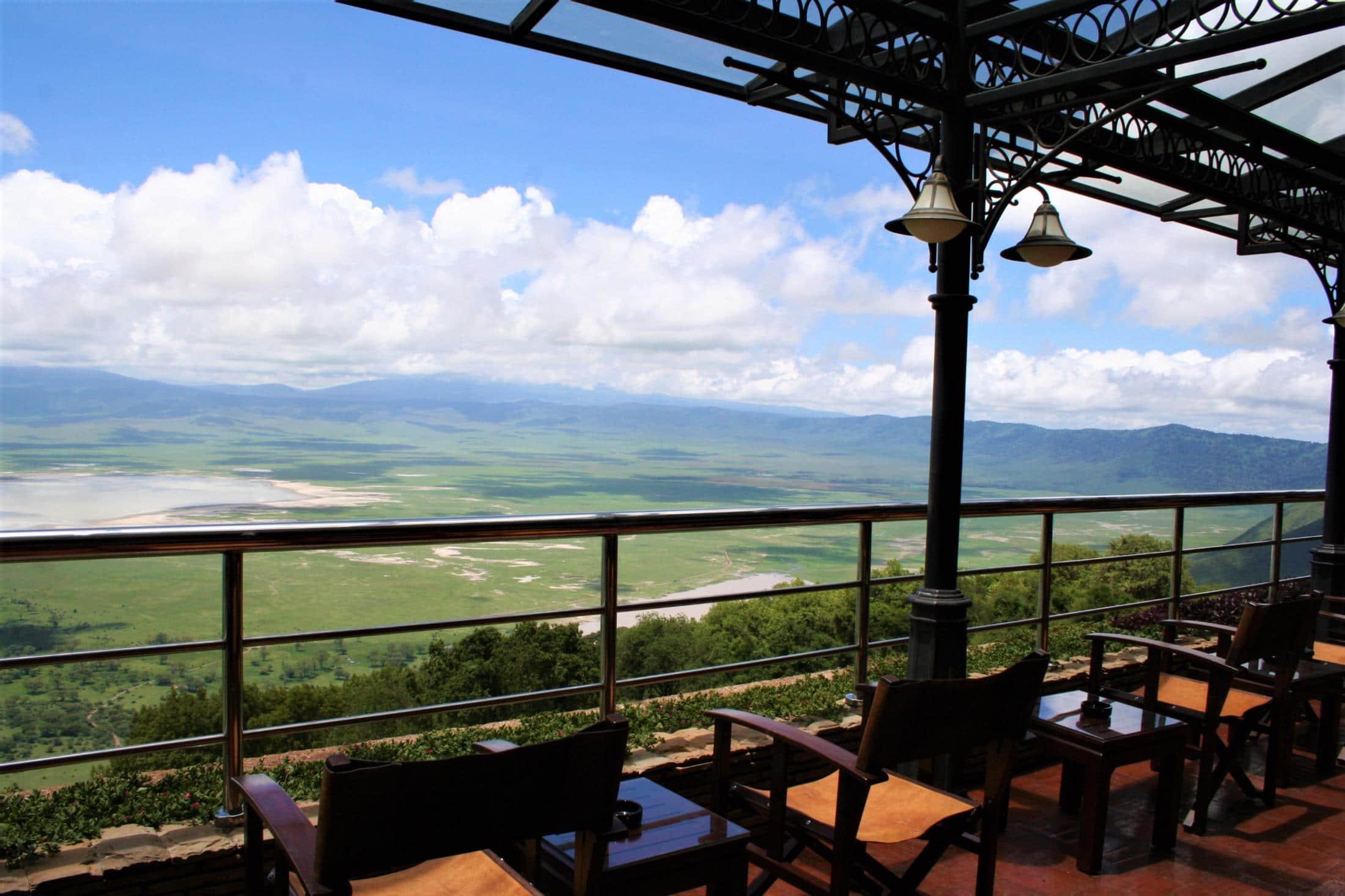 Individuele reizen Tanzania - Uitzicht op de krater vanaf het terras van Ngorongoro Wildlife Lodge