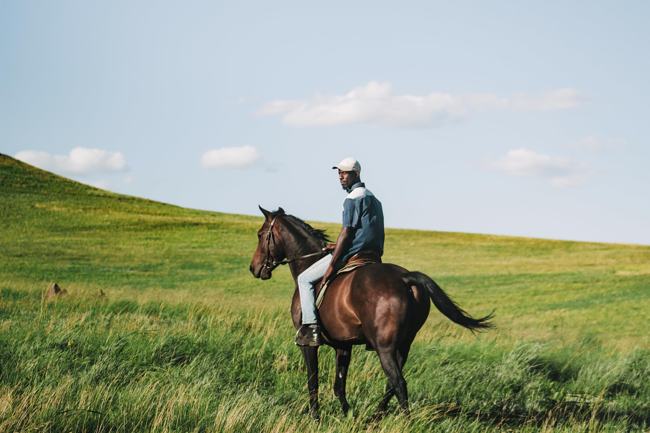 Paarden safari Afrika - Zulu gids op paard in de Drakensbergen (Northern Horse Montusi)