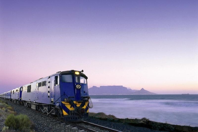 Individuele reizen Afrika - Blue Train in Kaapstad met Tafelberg op de achtergrond