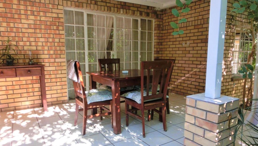 Chobe River Cottages - Privé terras bij huisje