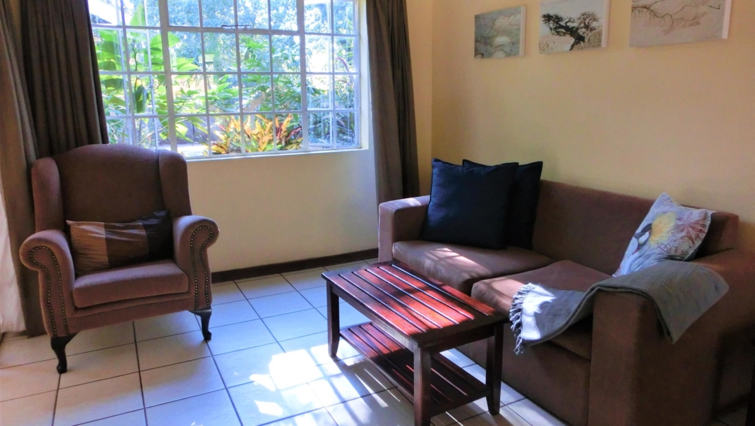 Chobe River Cottages - Lounge in huisje