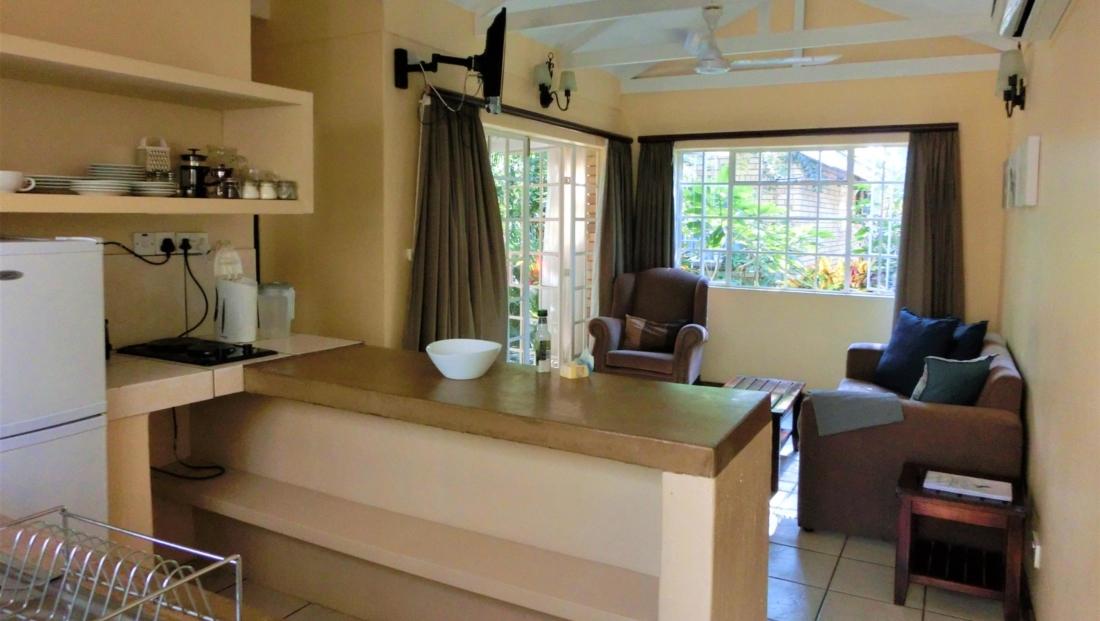 Chobe River Cottages - Binnenkant self-catering huisje