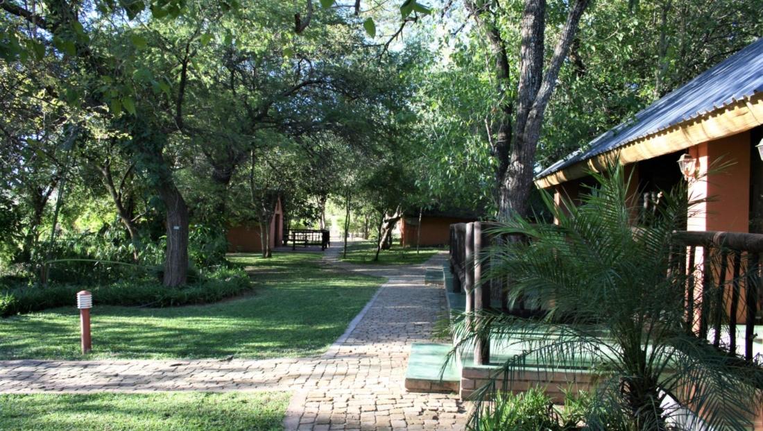 KwaNokeng Lodge - Gelegen in een groene omgeving