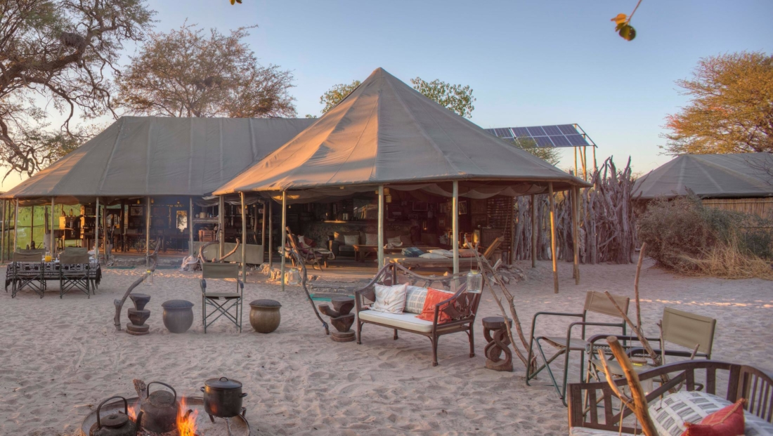 Meno a Kwena - Rondom het kampvuur