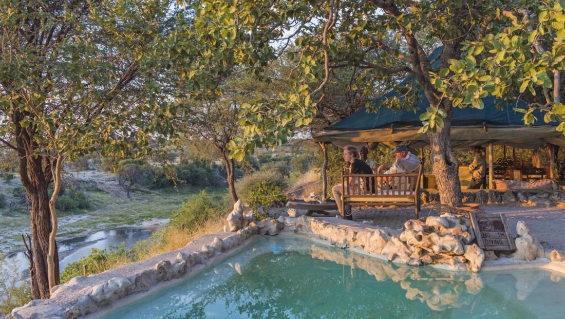 Meno a Kwena - Uitzicht vanaf het zwembad