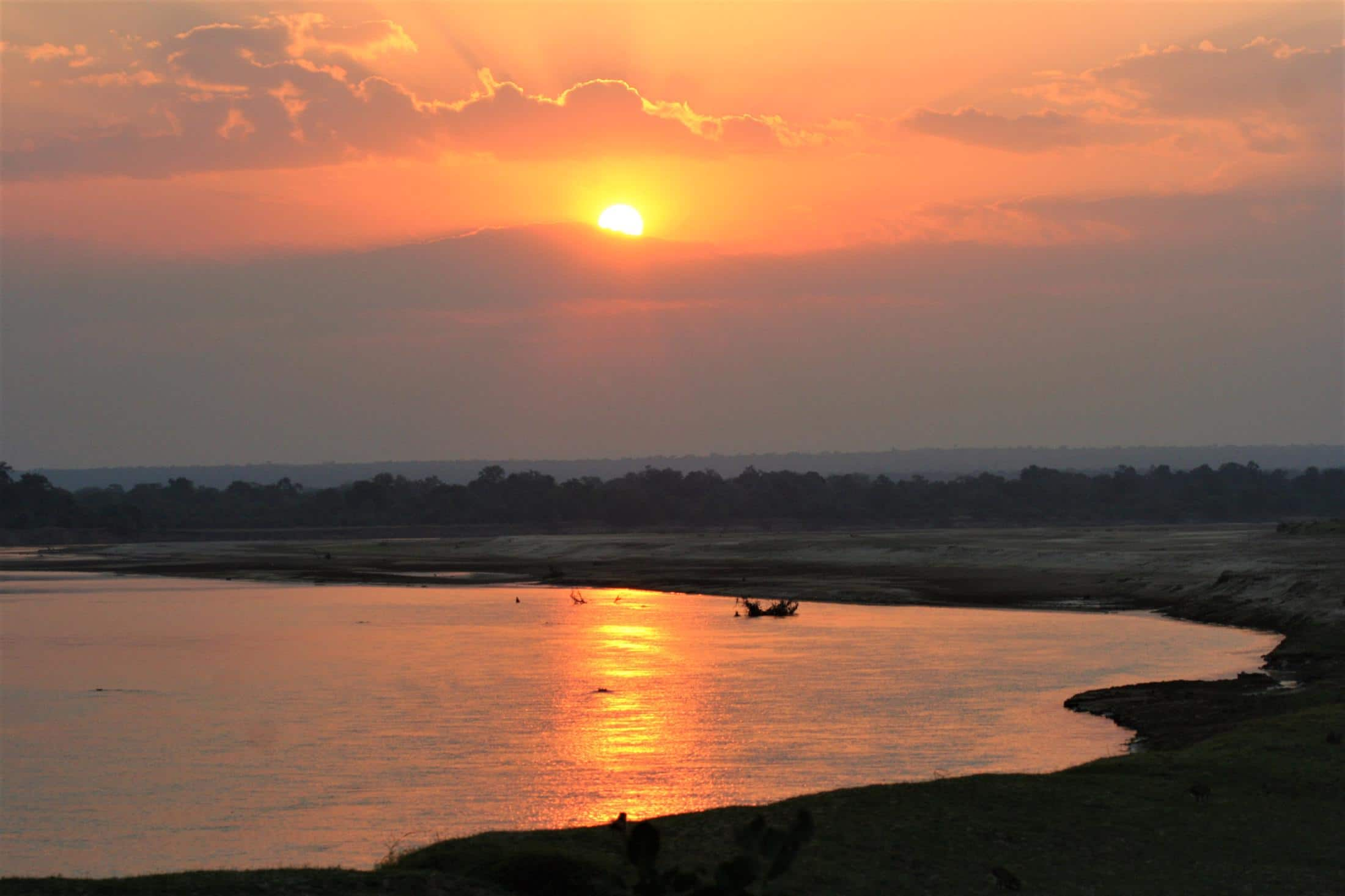 Rondreizen Zambia - Zonsondergang over de Luangwa rivier in South Luangwa NP